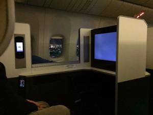 JAL SKY SUITE (スカイスイート)777は中央のブロックからも窓から外が見えます。