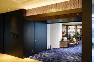 シェラトン・グランデ・トーキョーベイ・ホテルのクラブラウンジ エントランス。チェックインやチェックアウトはもちろん、いろいろとお願いできるコンシェルジュデスクもあります。