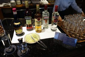 シェラトン・グランデ・トーキョーベイ・ホテルのクラブラウンジにはウォッカやカンパリなど、アルコールの種類も多いです。