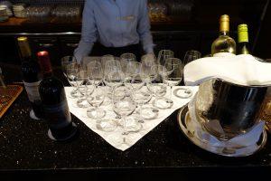 シェラトン・グランデ・トーキョーベイ・ホテルのカクテルタイムではワインが用意されます。