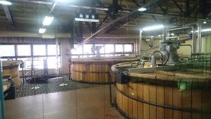発酵槽です。山崎では木製とステンレスを使用しているとのことです。