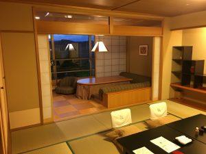 今回のお部屋。和室+談話室+部屋付き露天風呂と豪華!