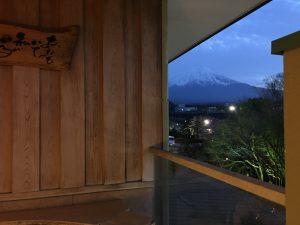 ギリギリだけど、部屋露天からも富士山が見える!贅沢!