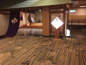 こちらは大浴場「赤富士」。看板が明るすぎて見えないw