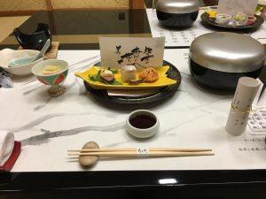 温泉宿の食事はいつも豪華なのはいいんだけど、カレーとか出てきてほしい気がするw