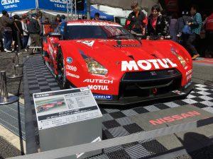 レース観戦の合間に展示車両などを見て回る。こちらは2013年のMOTUL AUTECH GT-Rの車両。今とはずいぶんと違うフォルム。カッコいい!