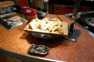 珍しいところでは、作りたてのパニーニなんかもあります。シェラトン・グランデ・東京ベイのYA-SHOKU(夜食)はメニュー豊富です。