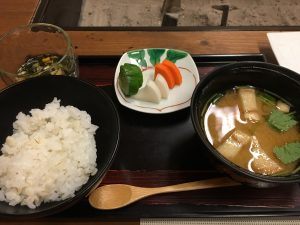 ご飯と味噌汁、お新香。日本人に生まれてよかった!