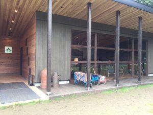 ザ・ファーム キャンプ リバーサイドのリバーサイドラウンジ。