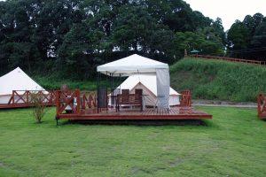 ザ・ファーム リバーサイドのテントの外観。グランピングと呼ぶにふさわしい風貌です。
