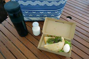 ザ・ファーム キャンプ リバーサイドの朝食。ザ・ファームの野菜がたっぷり使われたピタがおいしいです。