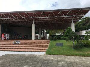 入り口の近くは万博記念公園・お祭り広場のモニュメントに似ているw