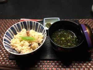 ご飯と味噌汁。